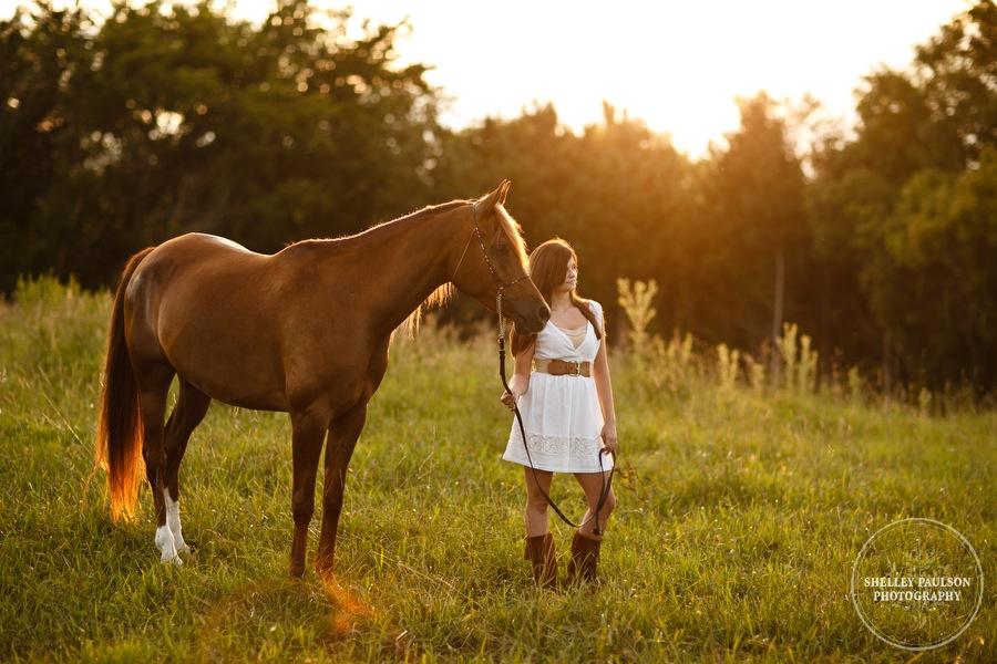 mn_senior_portraits_horse_07.JPG