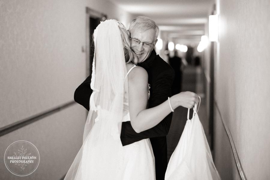 cottage-winery-wisconsin-wedding-06.JPG