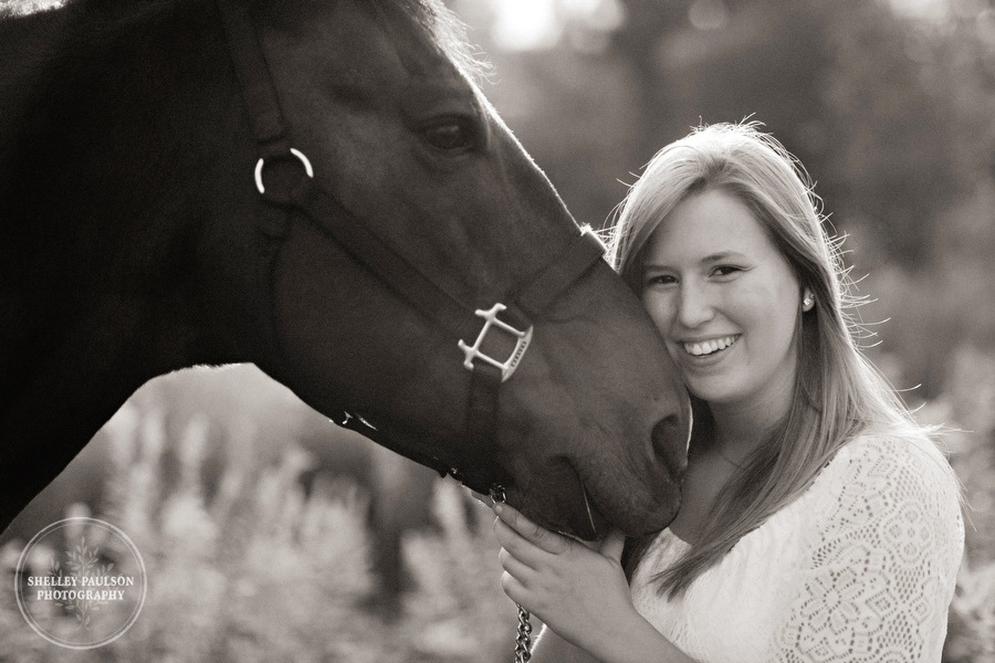 minnesota-senior-photos-with-horse-02.JPG
