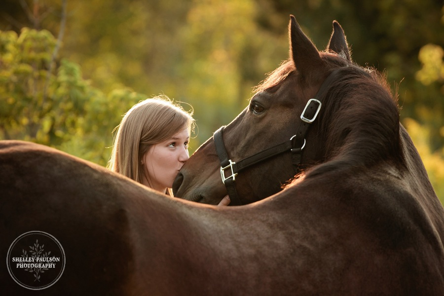 minnesota-senior-photos-with-horse-03.JPG