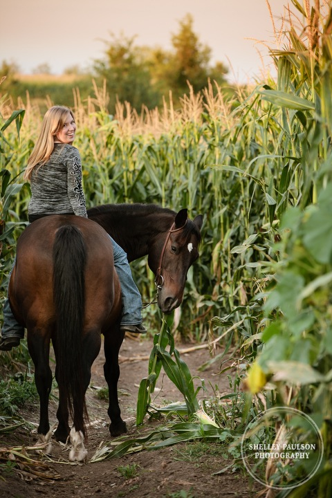 minnesota-senior-photos-with-horse-06.JPG