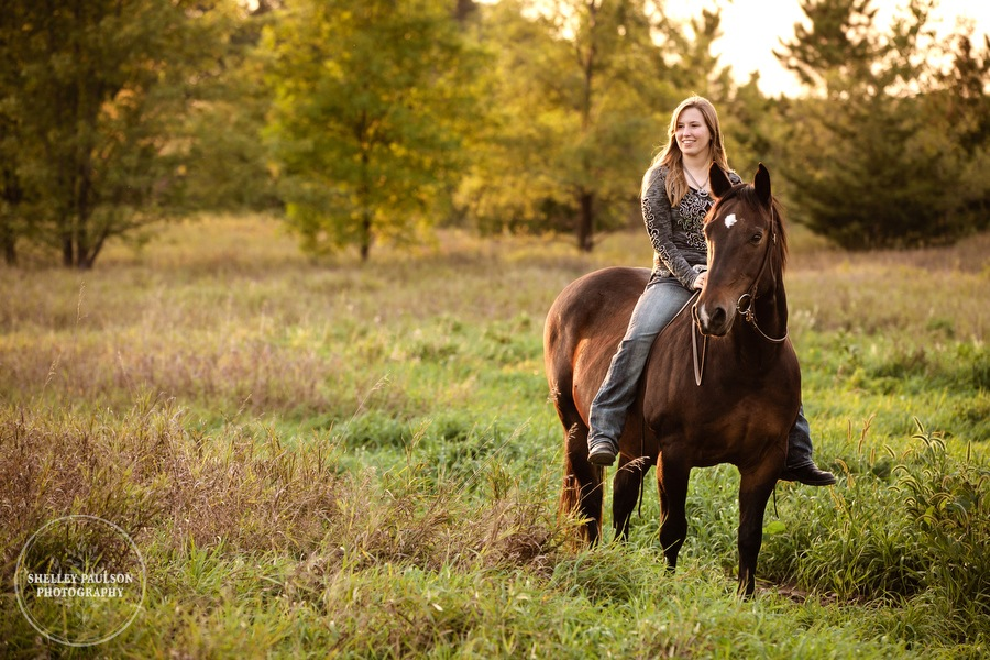 minnesota-senior-photos-with-horse-07.JPG