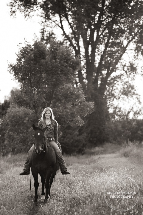 minnesota-senior-photos-with-horse-09.JPG