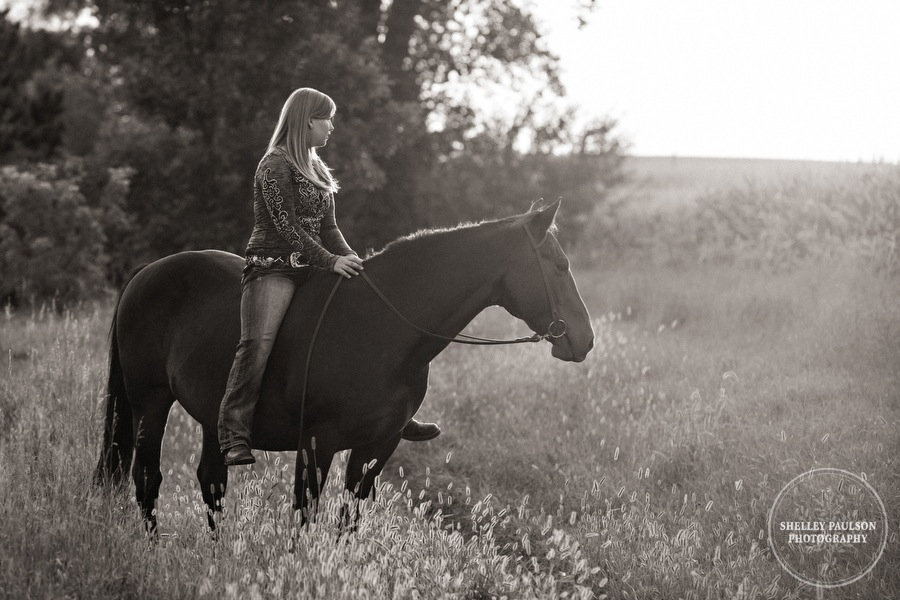 minnesota-senior-photos-with-horse-10.JPG