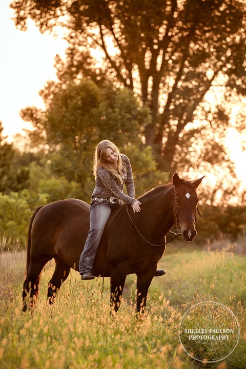 minnesota-senior-photos-with-horse-11.JPG