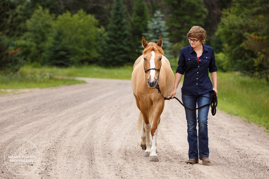 senior-girl-with-horse-02.JPG