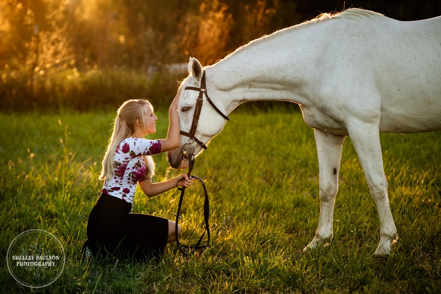 Nicole's Dreamy Senior Photos with her Horses