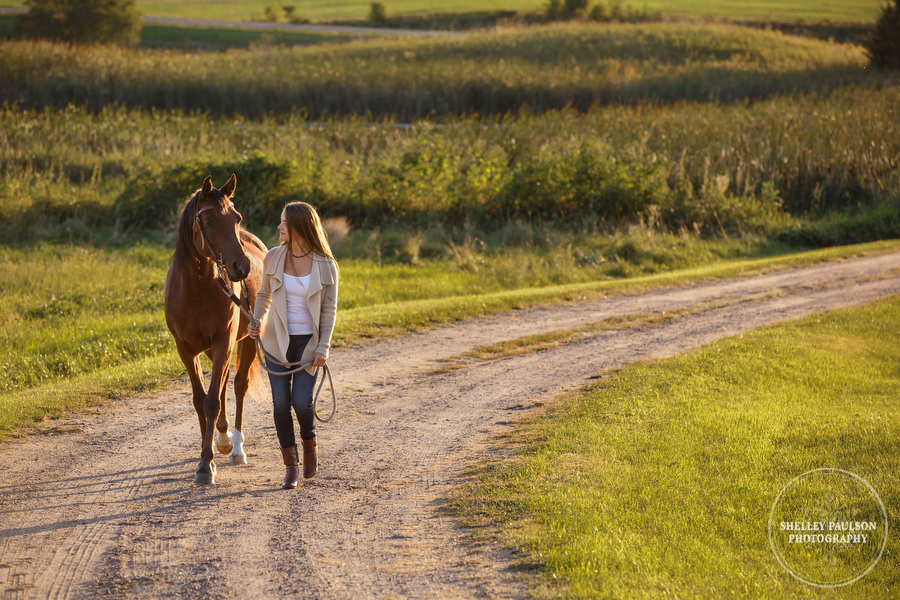 mn-senior-photos-with-horses-10