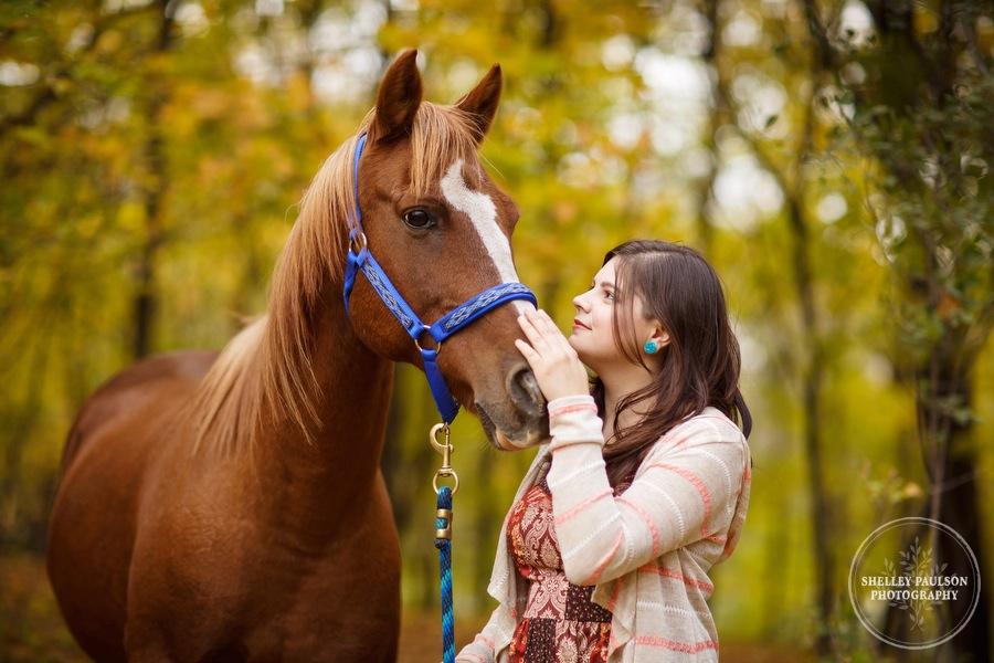 country-senior-photos-horse-02.JPG