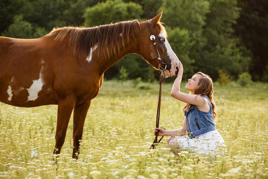 minnesota-senior-with-horse-02.JPG